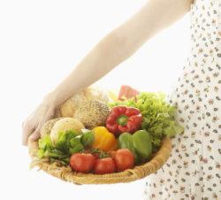 女性と野菜